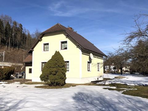 Schönes Einfamilienhaus mit großem, ebenen Garten in Langenwang