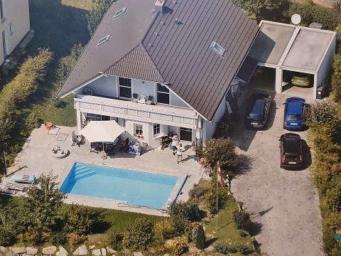 Einfamilienhaus mit Pool in ruhiger Wohnsiedlung
