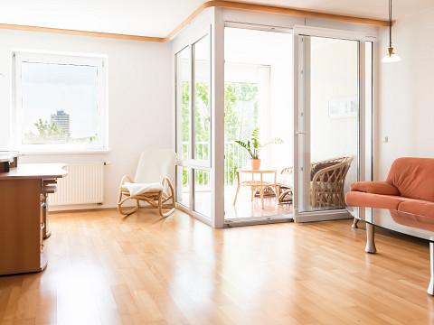 VERMIETET!!! Zentrale 4-Zimmer Wohnung mit Wintergarten und Donaublick