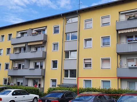 Wohnung mit Balkon im EG