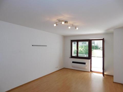 VERKAUFT - Perfekt aufgeteilte 3 Zimmer Wohnung mit Loggia in Ruhelage 1060 Wien