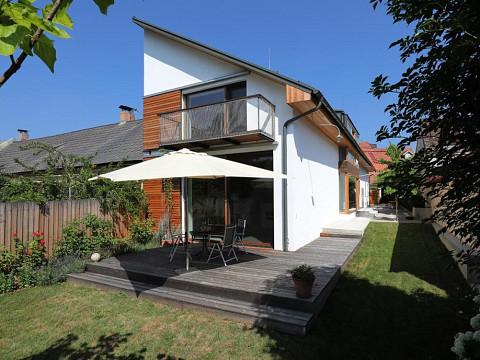ERFOLGREICH VERKAUFT - Moderne, stilvolle Architektenvilla!